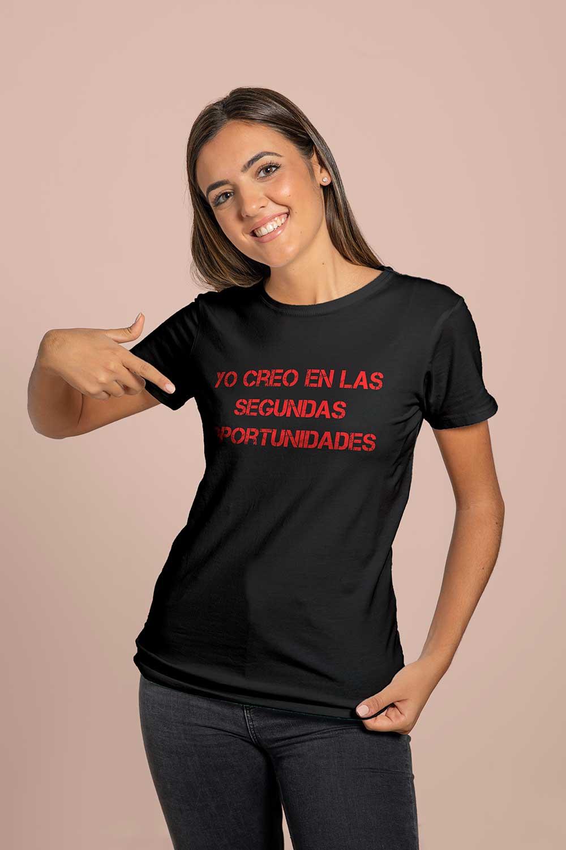 Camiseta negra estampado rojo