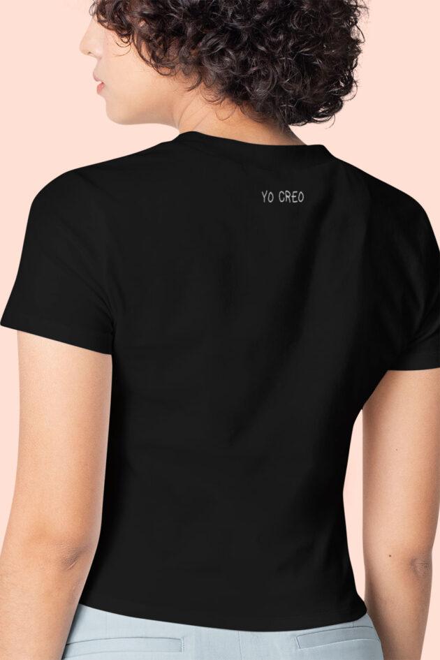 A. Camiseta negra estampado corazón de letras