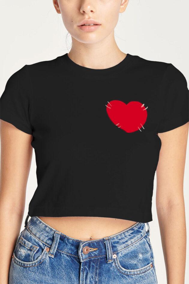D. Camiseta negra estampado corazón rojo