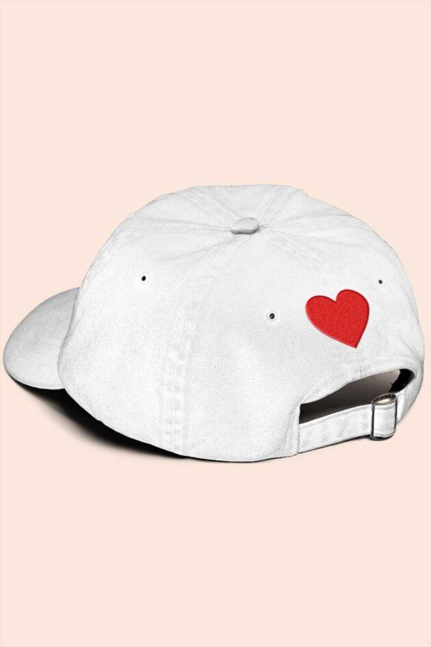 Gorra blanca corazones